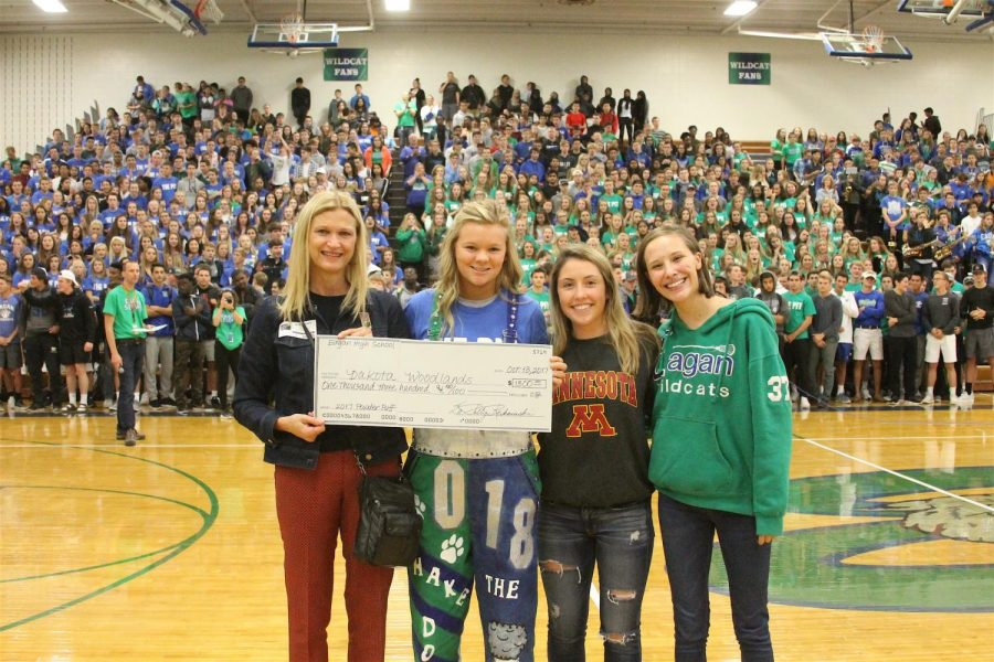 Dakota Woodlands representatives pose with EHS Homecoming difference makers to celebrate their donation.
