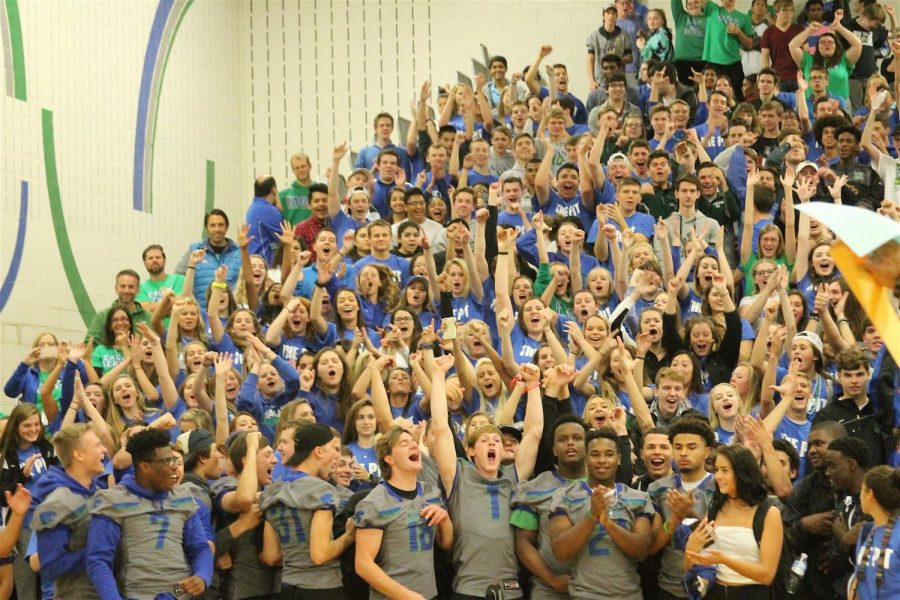 Seniors react to their victory of EHS' first ever Homecoming