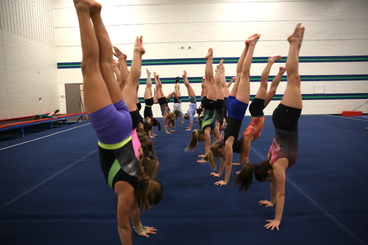 Team+Handstands+at+%0APractice