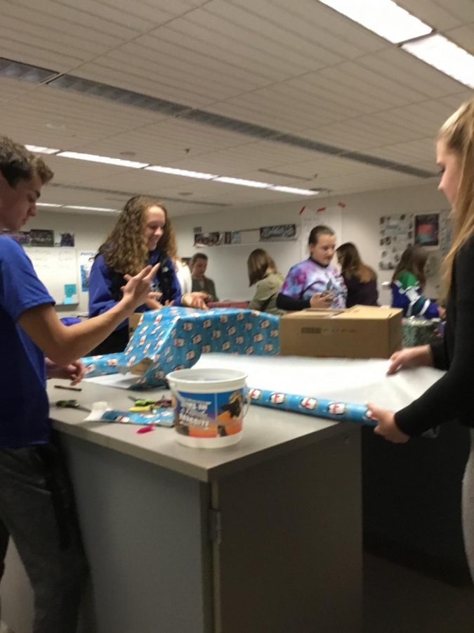 Armful of Love helps EHS give back