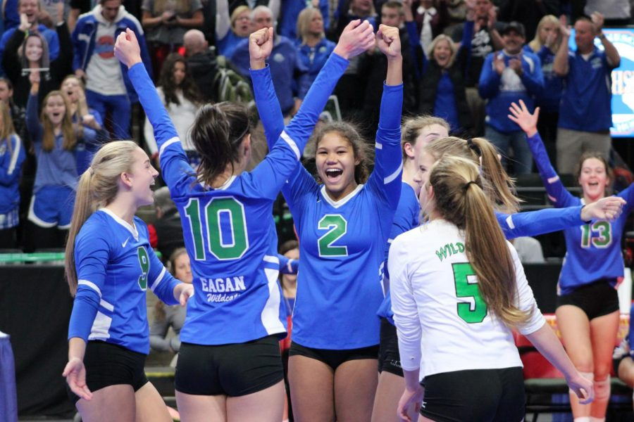 Volleyball beats Forest Lake; moves on to semifinals of state
