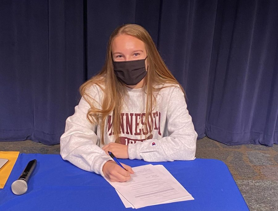 Morgan+Eckerle+signing+her+National+Letter+of+Intent.+Photo+via+%40Eagan_Athletics+%28Twitter%29.